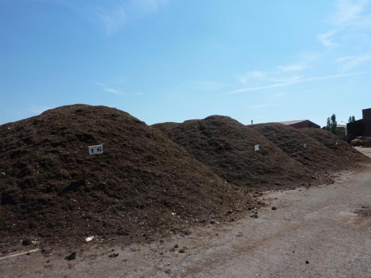 compost-brut-disponible-a-la-plateforme-de-compostage-d-aspach-le-haut-agr31